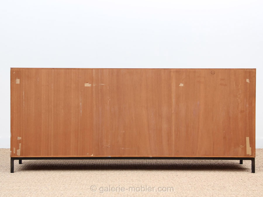 scandinavian sideboard in rosewood galerie m bler. Black Bedroom Furniture Sets. Home Design Ideas