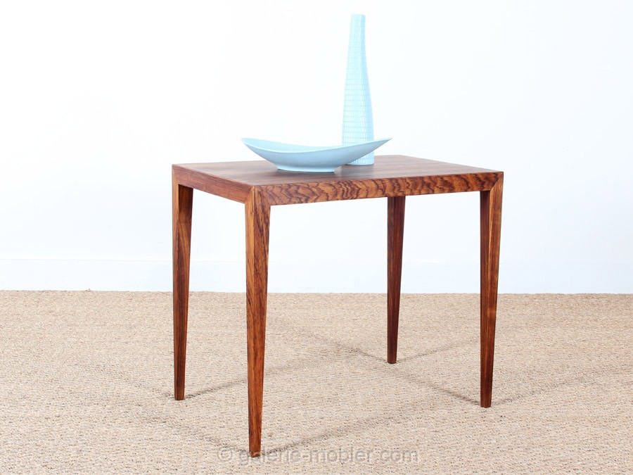 Scandinavian occasional table in rosewood galerie m bler for Petite table scandinave