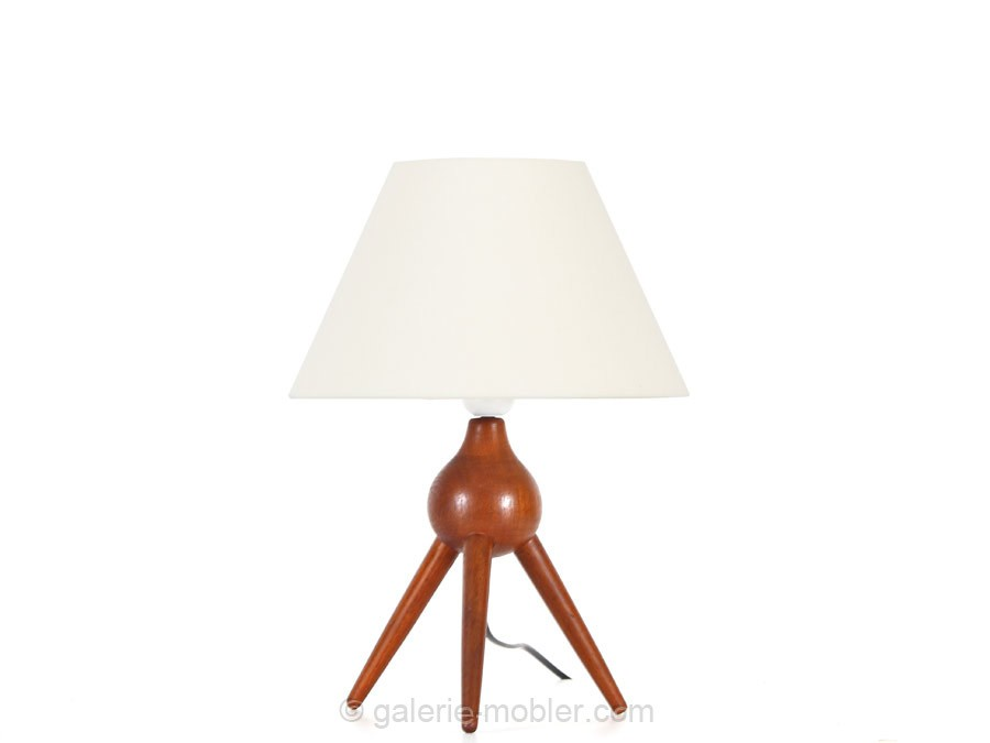 Scandinavian table tripod lamp designed by severin hansen for Petite table scandinave