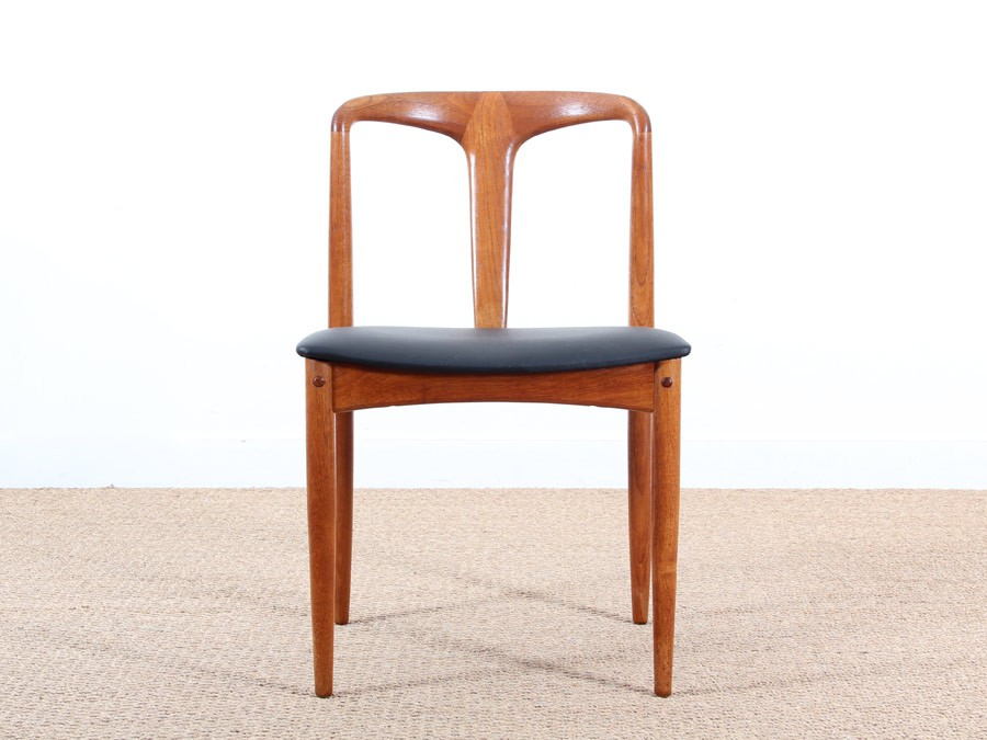 Set of 4 chairs juliane in teak by johannes andersen for Cocktail scandinave chaises