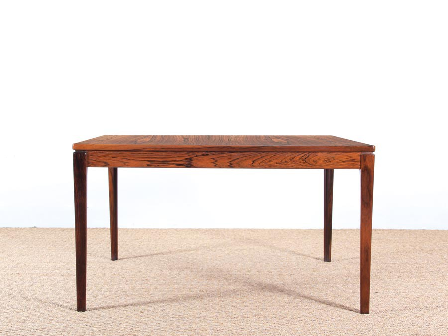 Table basse scandinave carr e en palissandre de rio for Table carree scandinave