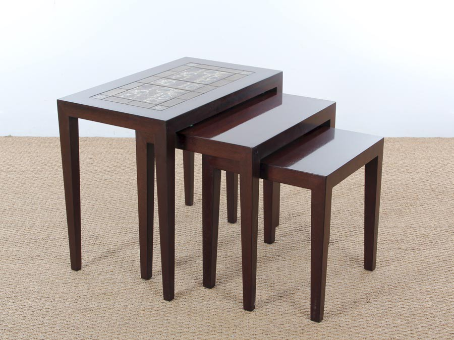 Danish mid century modern nesting tables in mahogany and for Table gigogne scandinave