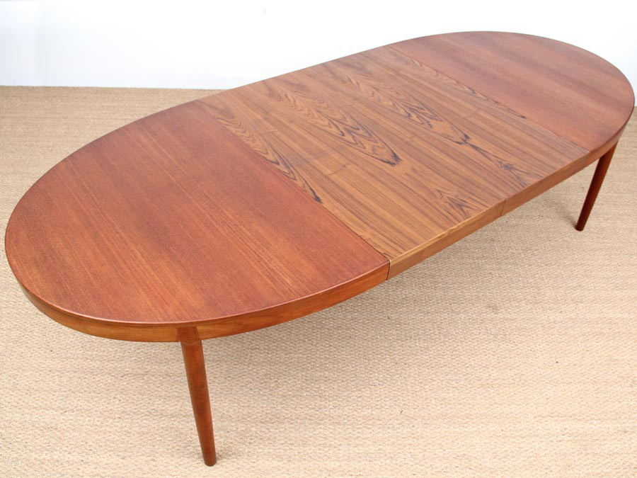 Grande table scandinave ovale en teck 6 12 pers galerie for Table ovale 12 personnes