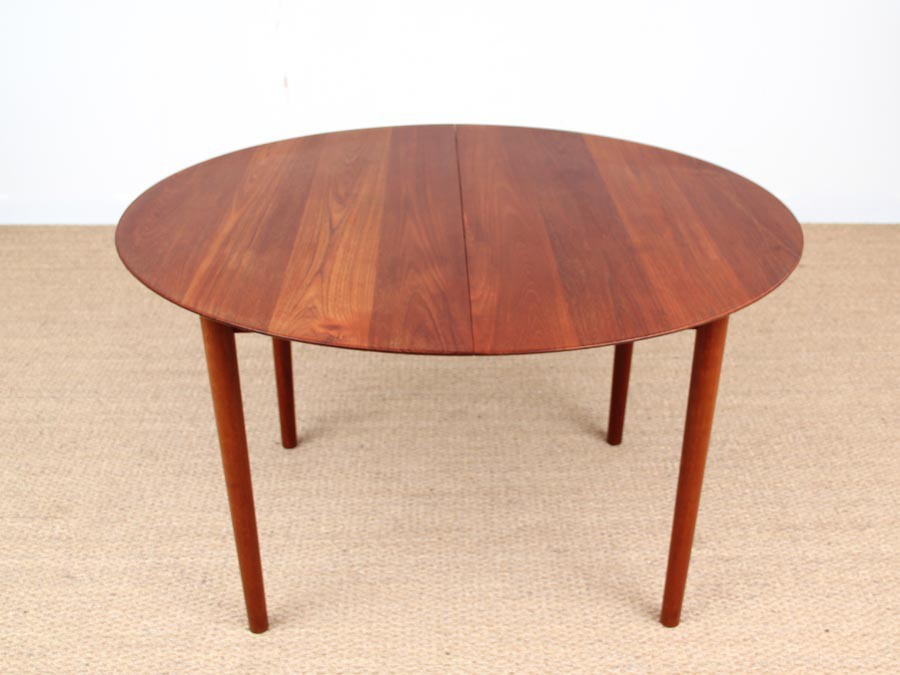 Table de repas scandinave en teck massif mod le 311 for Table repas scandinave
