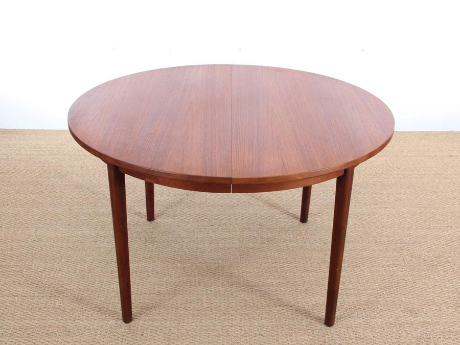Mid Century Modern Danish Round Dining Table In Teak
