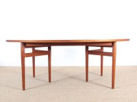 Scandinavian dining table in Rio rosewood