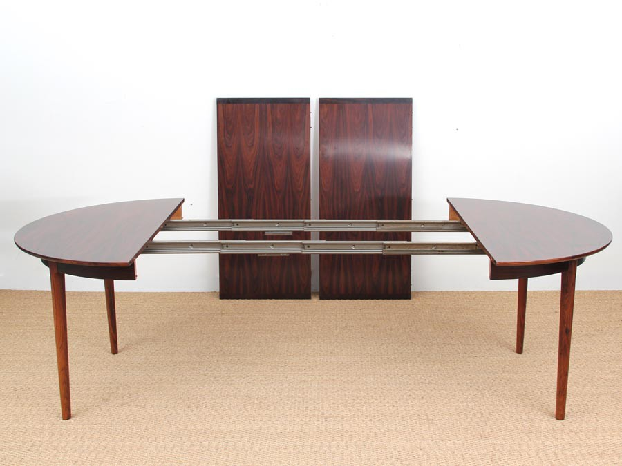 Mid Century Modern Danish Extendable Round Dining Table In Rio Rosewood.