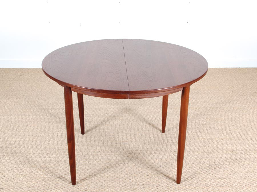 Table de repas scandinave ronde en teck 4 6 pers for Table repas scandinave