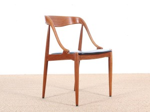 Mid-Century Modern scandinavian set of 4 chairs in teak by Johannes Andersen