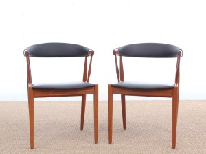 Mid century modern pair of armchair in teak and brown leather by Johannes Andersen