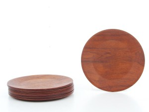 Set of 12 scandinavian plates in teak