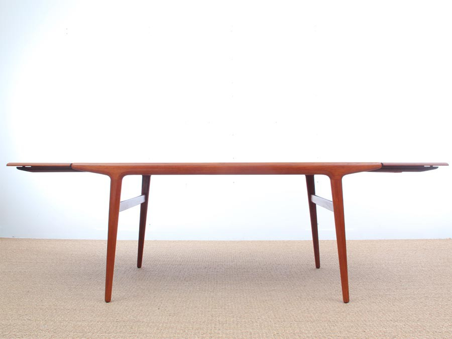Table de repas scandinave en teck 6 10 pers galerie m bler for Table scandinave en teck
