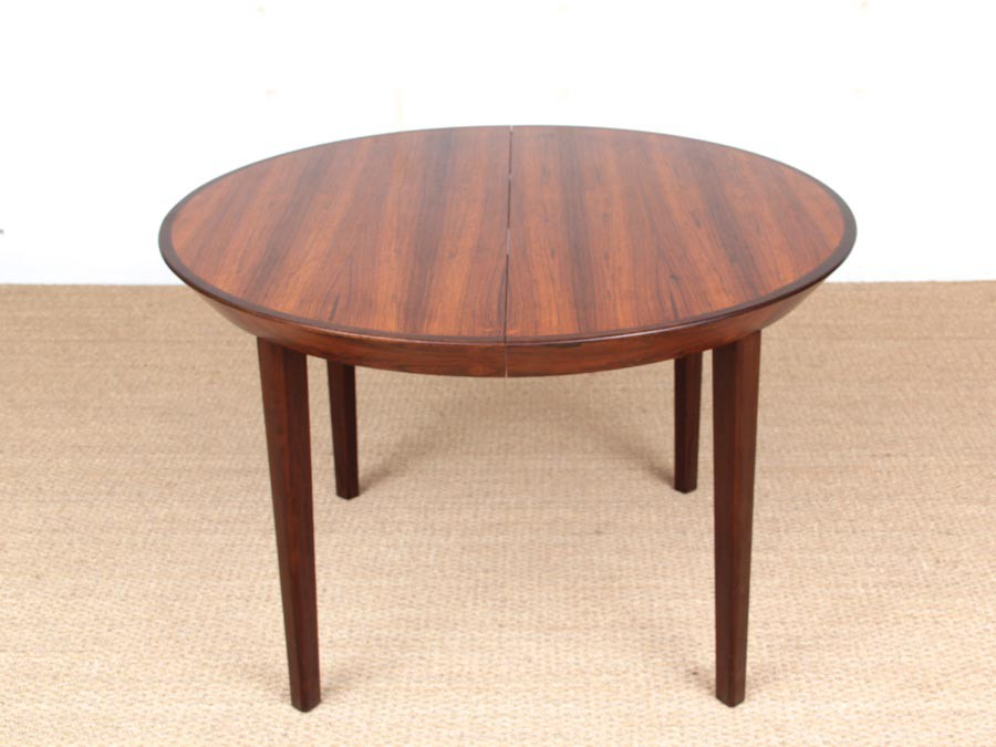 Table de repas scandinave ronde en palissandre de rio for Table scandinave ronde rallonge