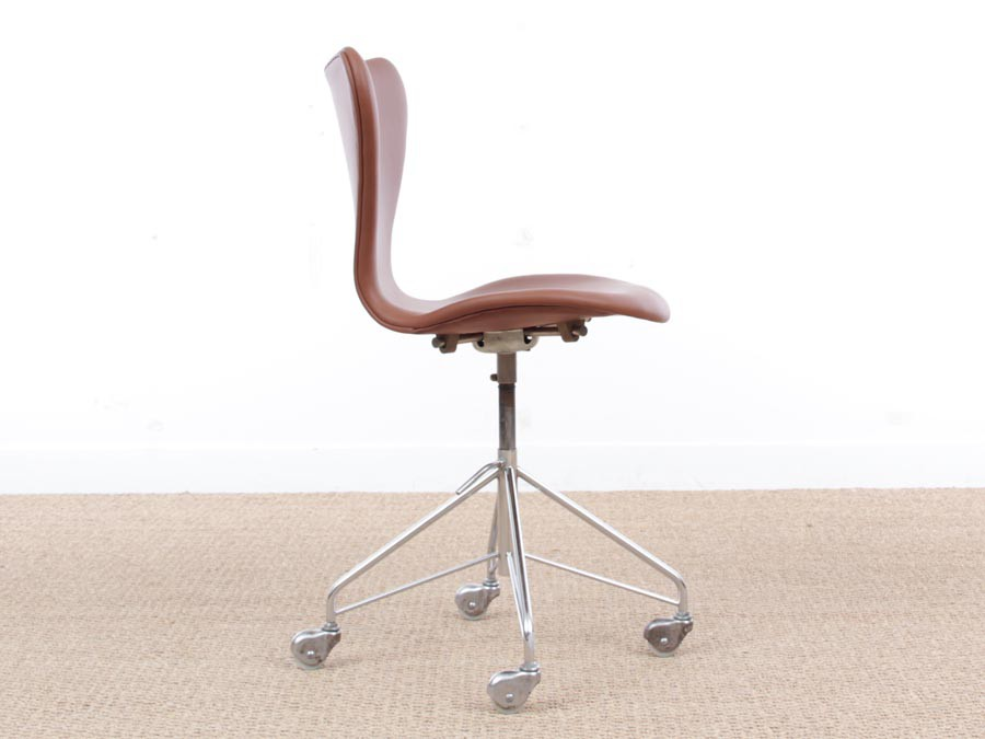 ... Mid Century Modern Scandinavian Leather Desk Chair Model 3117 By Arne  Jacobsen For Fritz Hansen ...