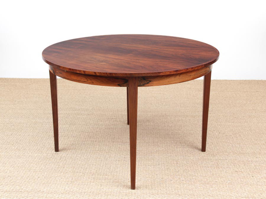 mid century modern scandinavian round dining table in rio rosewood 6 8 seats galerie m bler. Black Bedroom Furniture Sets. Home Design Ideas