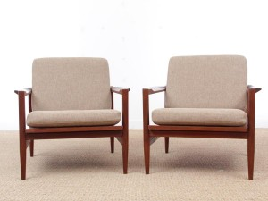 Mid century modern pair of armchair in teak
