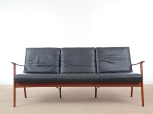Danish mid-century modern sofa 3 seats by Ole Wanscher for Paul Jepesen in teak and leather.