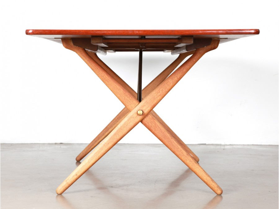 Scandinavian dining table in teak model at 309 galerie - Table a manger carre ...