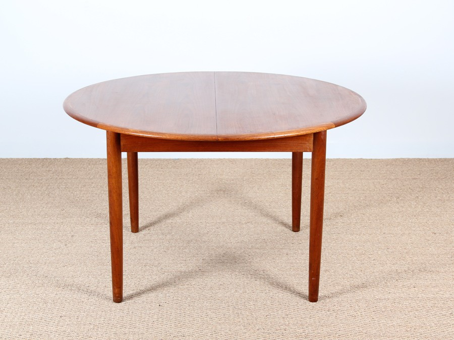 Scandinavian round dining table in teak 4 6 people for Table ronde 6 personnes