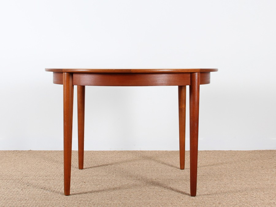 Table de repas scandinave ronde en teck 4 6 personnes for Table repas scandinave