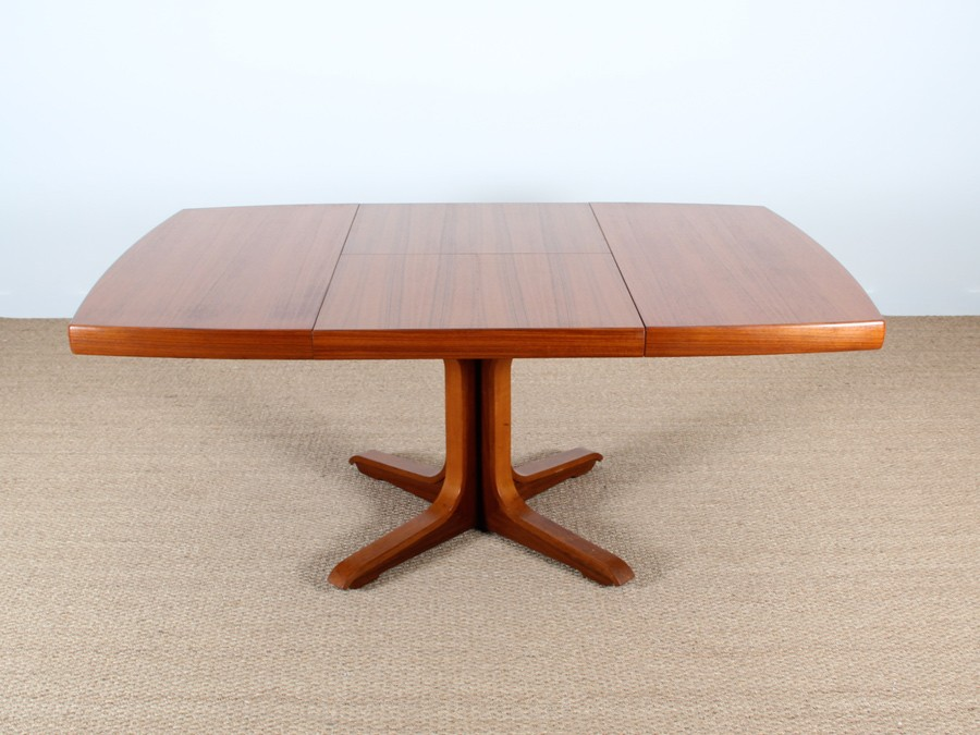 Extending square dining table 4 8 seats galerie m bler for 120 round table seats how many