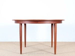 scandinavian extendable round table in teak 4 10 seats. Black Bedroom Furniture Sets. Home Design Ideas
