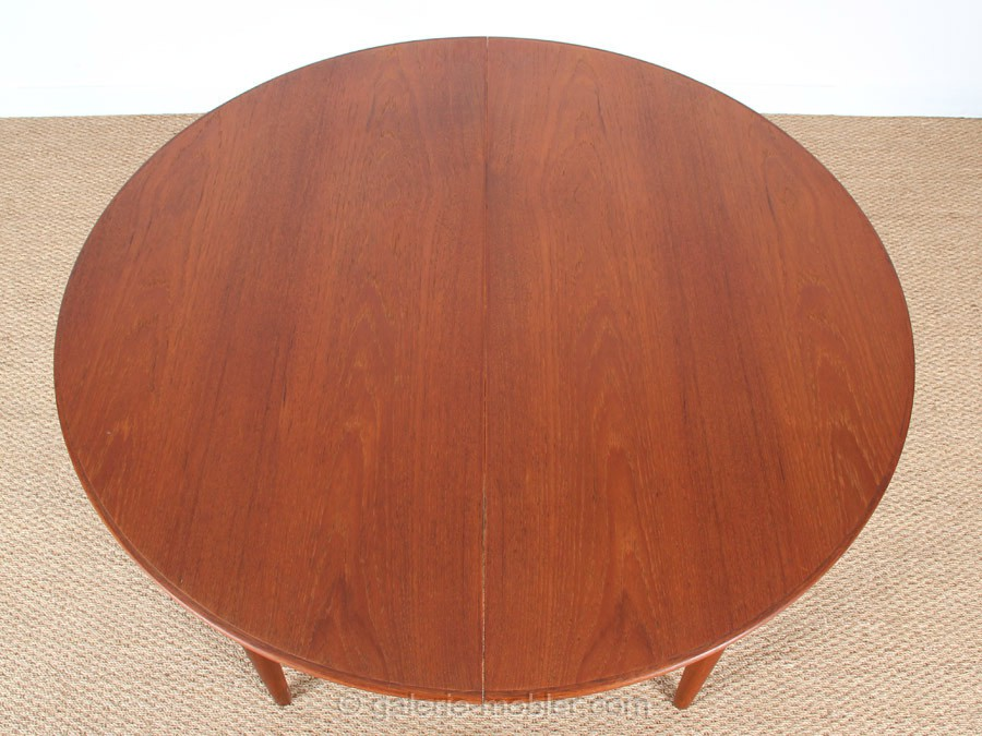 Table ronde scandinave rallonges en teck 4 10 pers for Table ronde scandinave avec rallonge