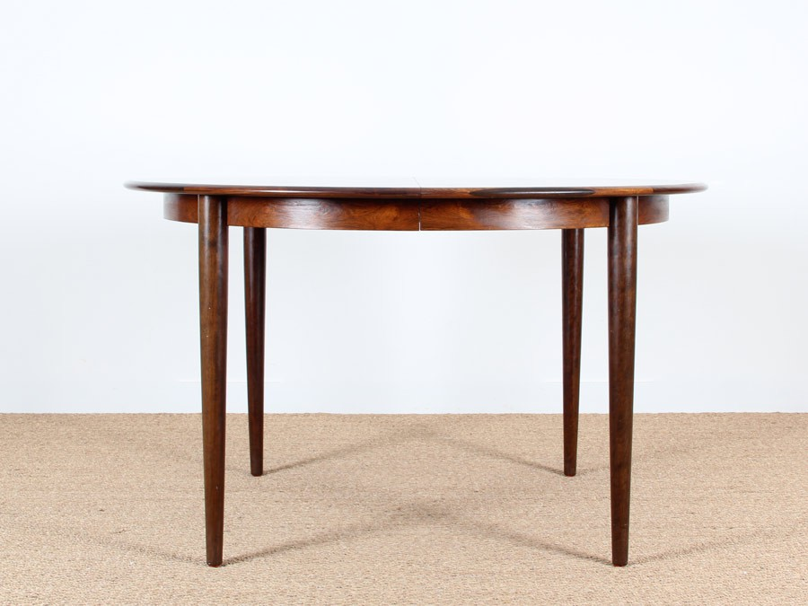 Extendable round dining table in rosewood 48 seats  : table ronde palissandre de rio from www.galerie-mobler.com size 900 x 675 jpeg 90kB