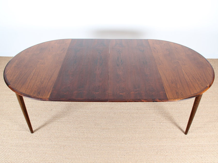 Extendable Round Dining Table In Rosewood 4 8 Seats