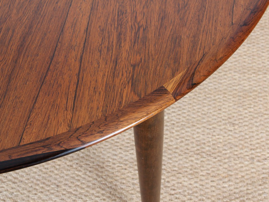 Extendable round dining table in rosewood 4 8 seats for Table ronde 4 personnes