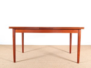 Danish mid modern dining table in teak with extensibles leaves