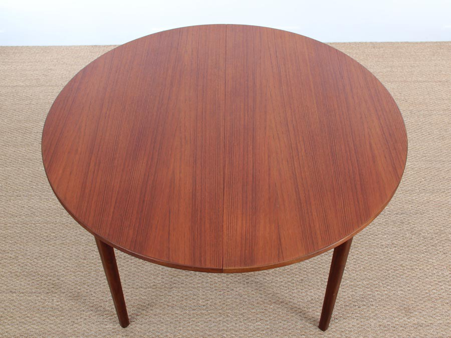 Mid Century Modern Danish Round Dining Table In Teak 4 8