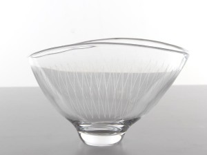 Mid-Century  modern  glass bowl by Vicke Lindstrand for Orrefors