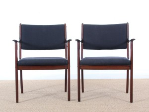 Mid-Century  modern  pair of arm chairs in mahogany model PJ-412 by Ole Wanscher