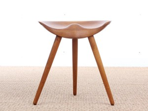 Mid-Century  modern danish 3 legs stool in oak by Mogens Lassen