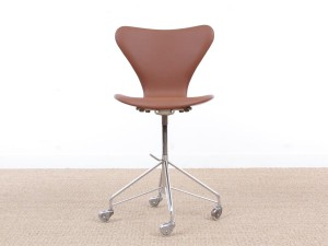 Mid-Century  modern scandinavian leather desk chair Model 3117 by Arne Jacobsen for Fritz Hansen