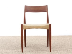 Mid-Century Modern danish set of 6 chairs in teak. de 6 chaises scandinaves en teck et corde.