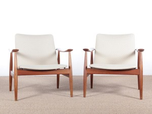 Mid century modern scandinavian pair of armchairs model 138 in teak by Finn Juhl