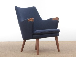 Mid century Modern Danish lounge chair model CH 71 by Hans Wegner. New production