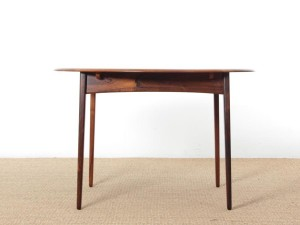 Mid-Century  modern scandinavian round dining table in Rio rosewood 4/8 seats
