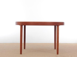 Mid-Century  modern scandinavian cirular dining table in teak by Kofod Larsen