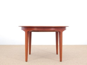 Mid-Century  modern scandinavian cirular dining table in teak by Henning Kjaernulf