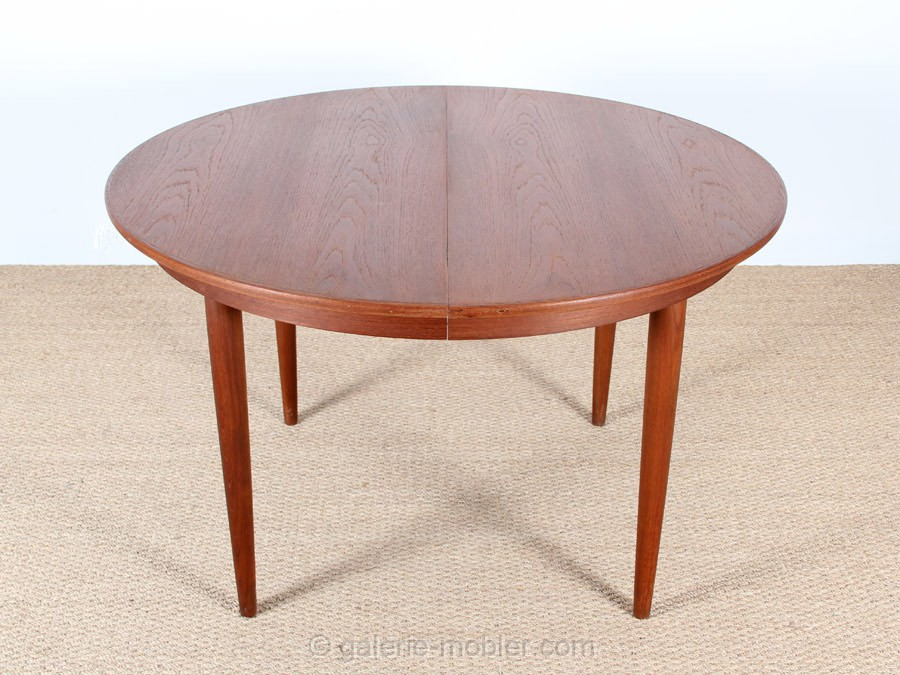 scandinavian extendable round table in teak 4 10 seats galerie m bler. Black Bedroom Furniture Sets. Home Design Ideas